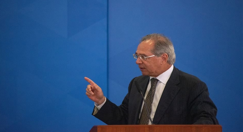 Ao falar de reformas, Guedes compara servidores a