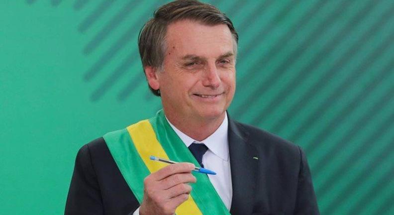 Bolsonaro começa com fim de ministérios e 'problema' em pagamento de servidores