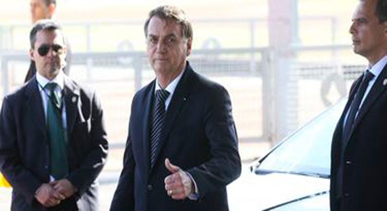 Bolsonaro diz que não pretende acabar com estabilidade de servidor