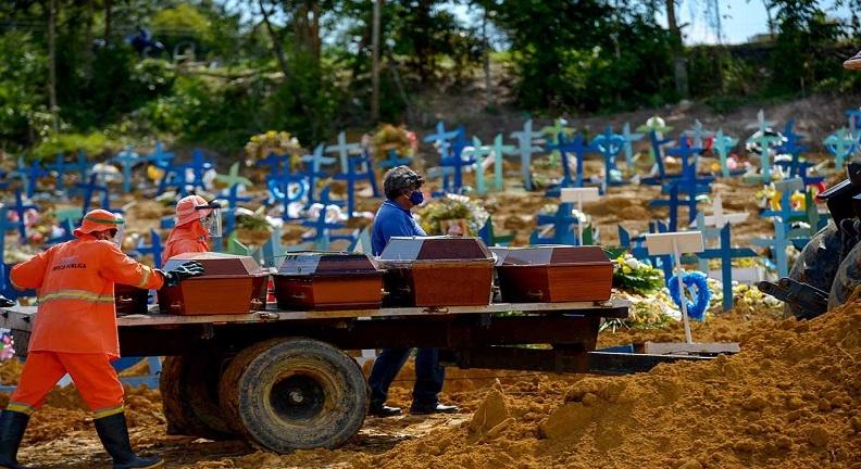 Brasil tem novo dia com mais de mil mortos. Fiocruz:Em três meses, serão 200 mil