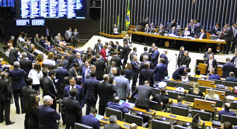 Câmara aprova texto-base da reforma da Previdência com 379 votos