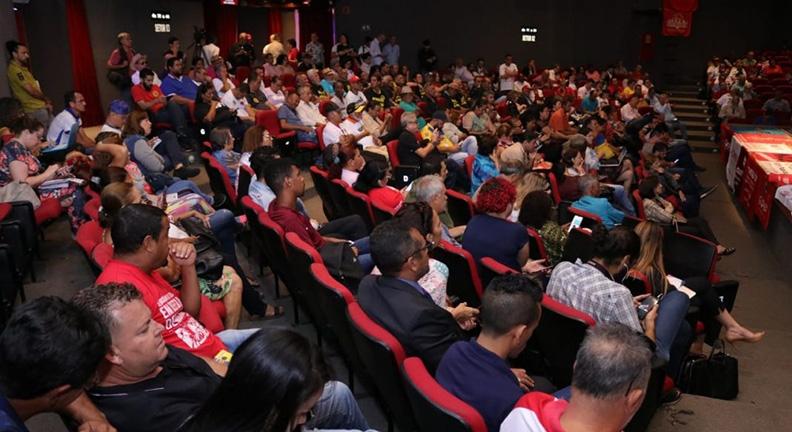Centrais aprovam plano de lutas e manifesto em defesa do serviço público
