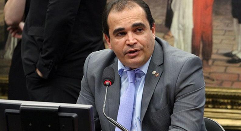 Centrais repudiam relator da PEC da Previdência