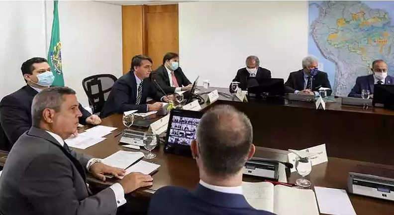 Congelar salário de servidor é o remédio menos amargo, diz Bolsonaro
