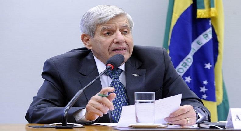 Deputados querem convocar Augusto Heleno a prestar esclarecimentos sobre nota