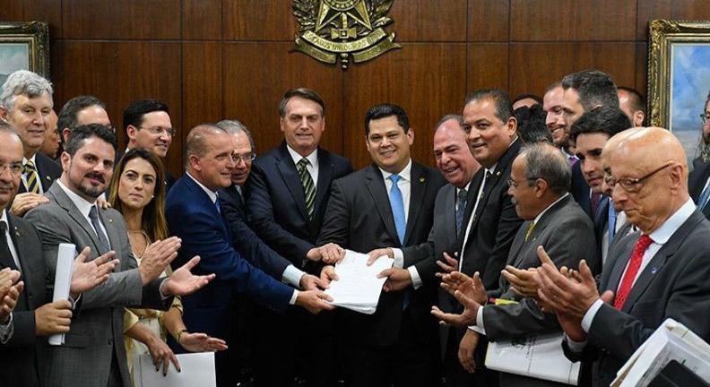Entenda o pacote de Bolsonaro que coloca o Estado a serviço do mercado