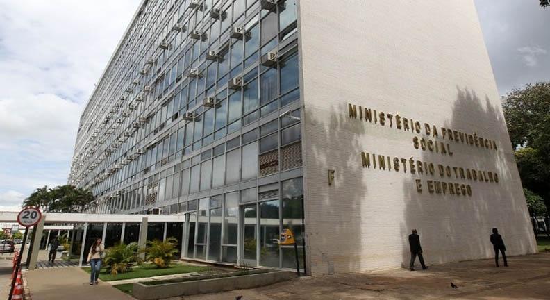 Futuro governo anuncia fim do Ministério do Trabalho e sucateamento da Funai