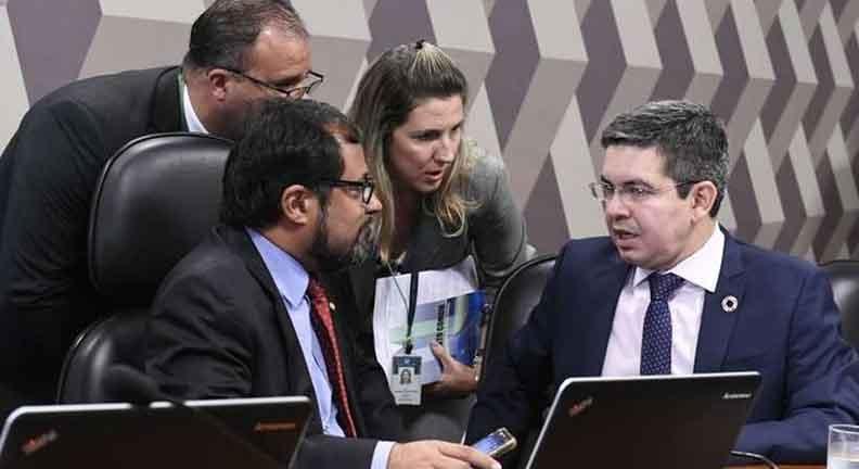 Governo vai deixar pontos polêmicos da reforma administrativa para depois