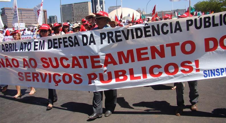 Insensatez é querer acabar com os serviços públicos, rebate Condsef/Fenadsef