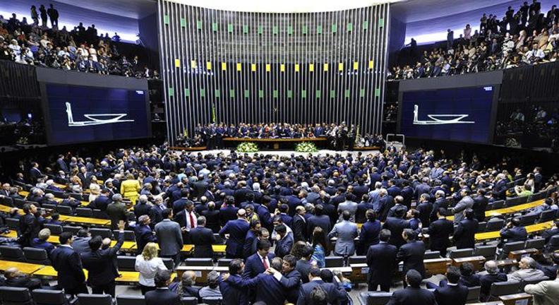 Novos deputados são maioria na Câmara