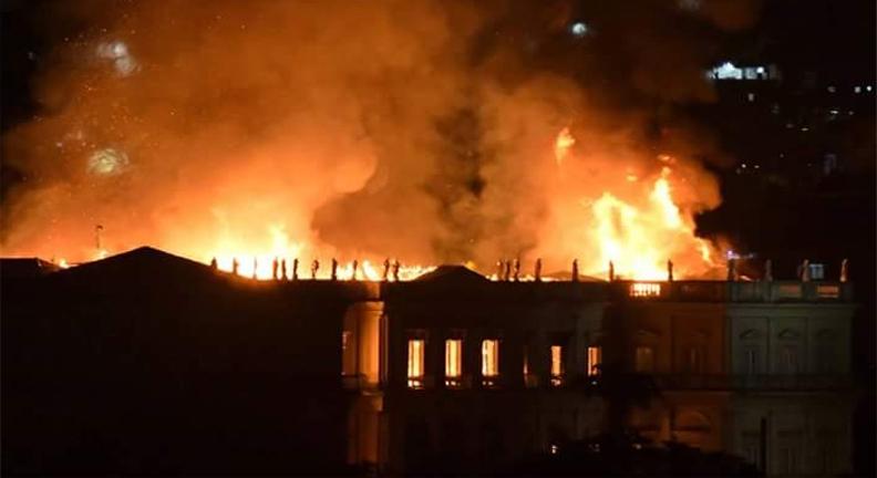 Congelamento de investimento público causa tragédia que atingiu Museu Nacional