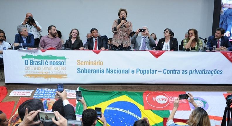 'Privatização é desnacionalização', diz Dilma Rousseff em ato