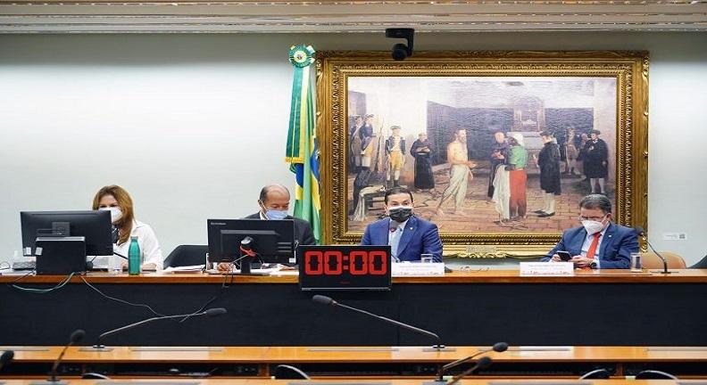 Reforma administrativa divide opiniões em mais um debate na CCJ