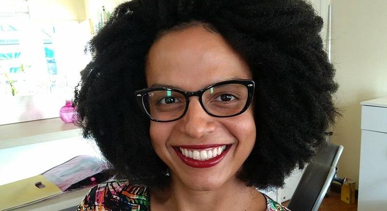 Servidora negra e trans é aprovada em mestrado da UFJF