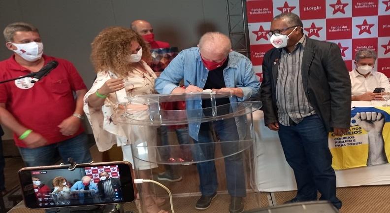 Servidores entregam carta contra reforma Administrativa a ex-presidente Lula
