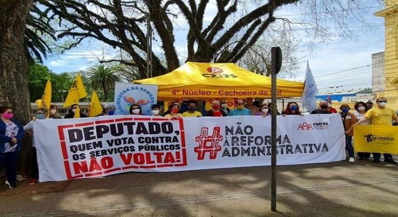Servidores gaúchos pressionam deputado Marlon Santos em ato contra PEC 32