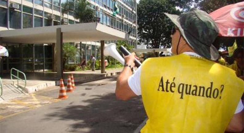 Servidores preparam reação a série de ataques ao setor público