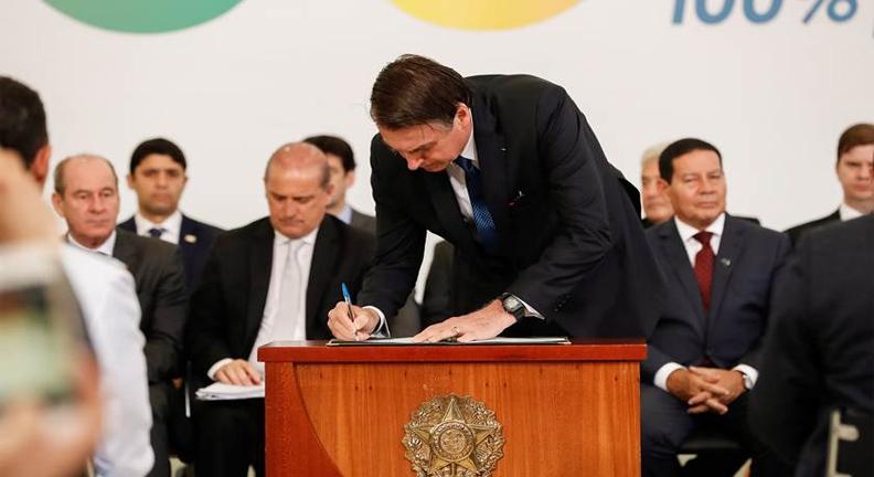 Servidores reagem a decretos de Bolsonaro: