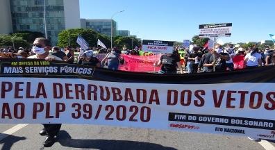 Ato exalta democracia e cobra fim do governo Bolsonaro