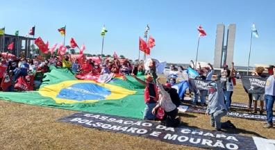 Ato em Brasília marca entrega de pedido de impeachment de Bolsonaro