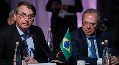 Bolsonaro atende a pedido de Guedes e congela aumento de salário a servidores