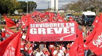 Bolsonaro monitora greves e corta salários em mais um ataque aos servidores