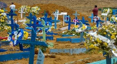 Brasil tem mais 2.166 mortes por covid em 24 horas. Fiocruz: situação é crítica