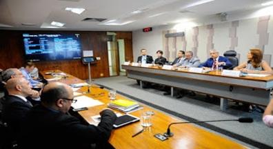 CAS adia votação de projeto sobre demissão de servidor público