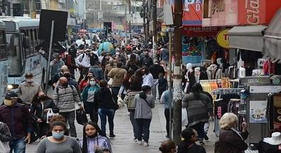 Com média móvel de mil mortes por dia, Brasil supera 8 milhões de casos de Covid