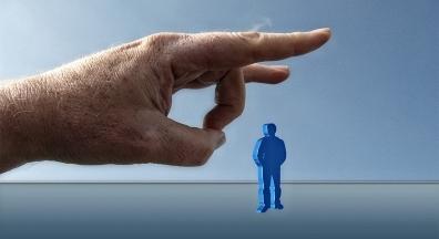 Em ato de perversidade, Conab demite 63 empregados idosos