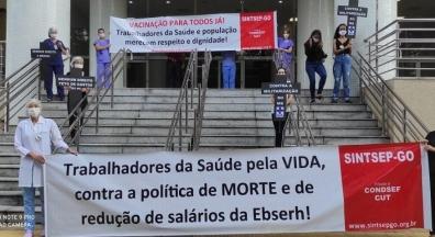 Empregados da Ebserh-GO protestam em frente ao Hospital das Clínicas