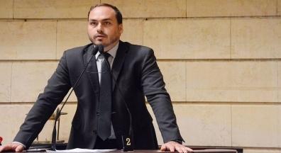 Ex-assessor de Carlos Bolsonaro é oficializado na presidência da Funarte
