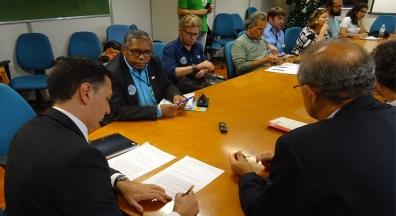 Federais levam pauta de reivindicações a Ministério da Economia
