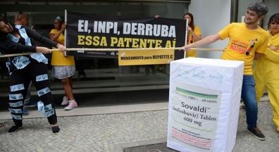 Governo Temer cede à indústria de remédios e causa prejuízo de bilhões ao SUS