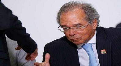 Guedes diz preferir congelamento salarial de servidores a corte de remuneração