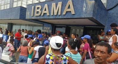 Pescadores e ambientalistas ocupam sede do Ibama na Bahia