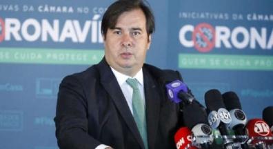 Prioridade é a Covid-19, impeachment será avaliado em momento adequado, diz Maia