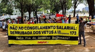 Protesto exige derrubada de vetos presidenciais