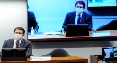 'Reforma' administrativa pode restringir concurso e ampliar compadrios