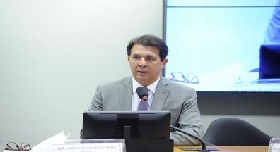 Relator retira mudanças e prepara terceiro parecer da reforma administrativa