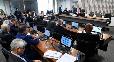 Relatório de PEC que extingue fundos é lido, mas votação fica para fevereiro