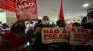 Servidores lotam aeroporto de Brasília na luta contra a reforma Administrativa