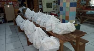 Sindiserf-RS doa cestas básicas e mudas de plantas para Quilombo dos Alpes