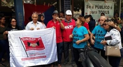Sinsep-PI participa de ato contra a privatização da Caixa Econômica Federal