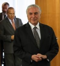 Temer assina decreto que acelera extinção de estatais e facilita demissões