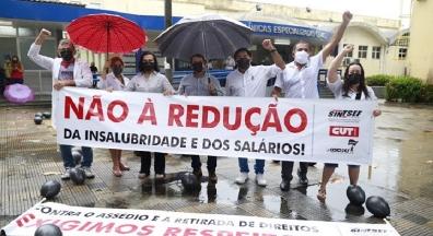 Trabalhadores(as) da Ebserh realizam ato contra retirada de direitos