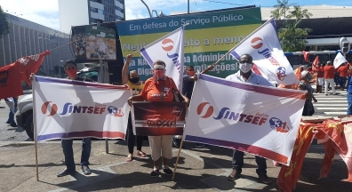 Unidos, servidores protestam contra PEC 32/20