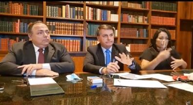 'Vamos tocar a vida', diz Bolsonaro sobre país atingir a marca de 100 mil mortos